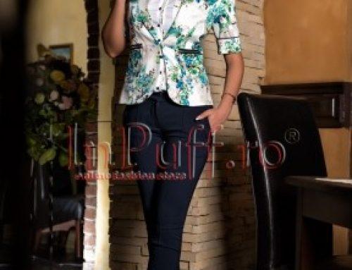 Costum dama cu sacou imprimeu floral pantaloni bleumarin