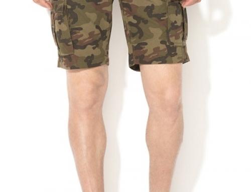 Pantaloni scurți cargo cu imprimeu camuflaj pentru bărbați Jack&Jones