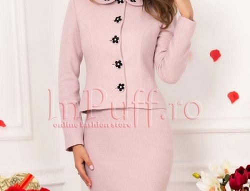 Costum damă elegant roz Farrah NGR4DW cu fustă, cu guler cu floricele