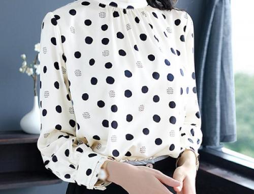 Bluză de damă elegantă cu buline Jamila KVQSW7 albă cu guler drept
