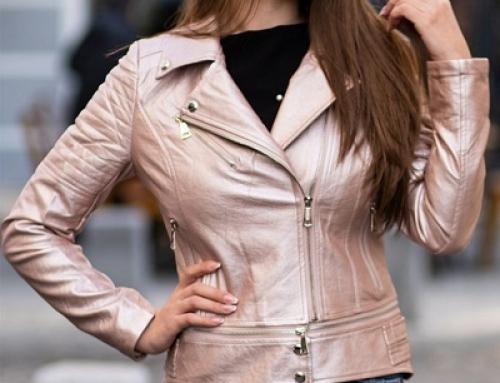 Geacă scurtă damă Lexie Melanie NKGWY cambrată cu aspect metalizat, roz