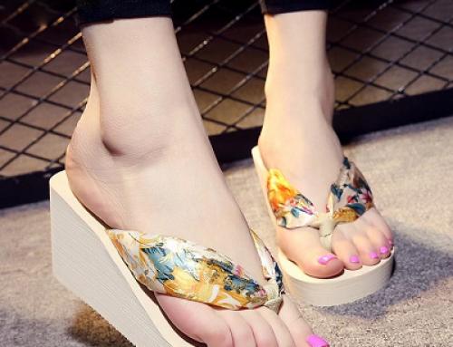 Papuci Amia CWSQ Etta de damă moderni cu platformă și imprimeu floral