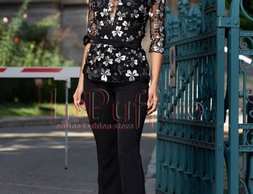 Salopetă elegantă Simone NQ64KS neagră cu aplicații florale și pantaloni evazați