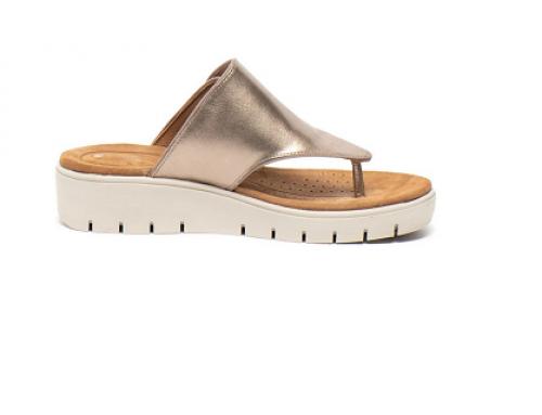 Papuci de damă Clarks GH5QK Martha din piele naturală aurii cu platformă și baretă ajustabilă