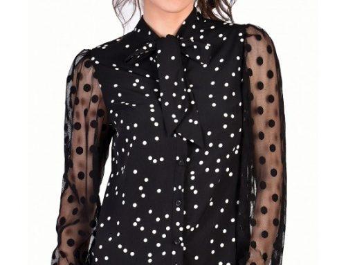 Bluză cu fundă la gât Serena UL5NLQ de damă, neagră, cu imprimeu cu buline și mâneci din tull imprimat, cambrată