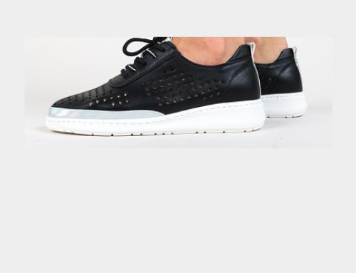 Pantofi de damă Ingrid WGQ5L casual cu talpă plată, perforații și șireturi, negri, Stora