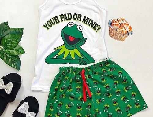 Pijama de damă Kamille ELQ5NH din bumbac cu pantaloni scurți verzi și maiou alb