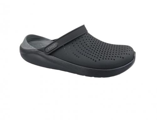 Saboți bărbați FLU-T4DQL Crocs cu perforații, negri, cu talpă plată și confortabilă