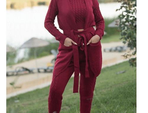 Trening Melany LHwB5D de damă tricotat vișiniu din 4 piese, cu maiou pe gât, cardigan lung cu buzunare, pantaloni și body
