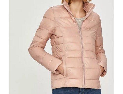 Geacă scurtă QbhT5MD Answear Lab de damă matlasată dreaptă din fâș roz cu guler ridicat