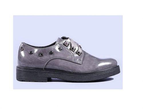 Helga DST34L, pantofi de damă casual stil Oxford gri lucios, cu aplicații metalice și talpă joasă