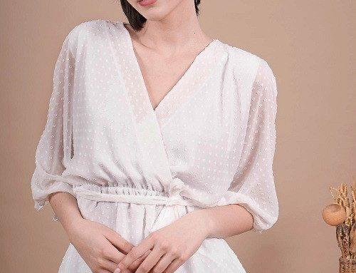 Bluză din voal DSKLM LaFemme de damă albă cu mâneci fluture și decolteu în V petrecut