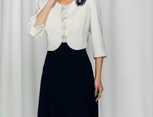 Costum de damă office Ibolya cu sacou alb scurt cu mâneci 3/4 și rochie midi în cloș