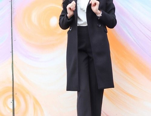 Palton de damă office negru Moze drept cu bust dublat, rever ascuțit și buzunare orizontale